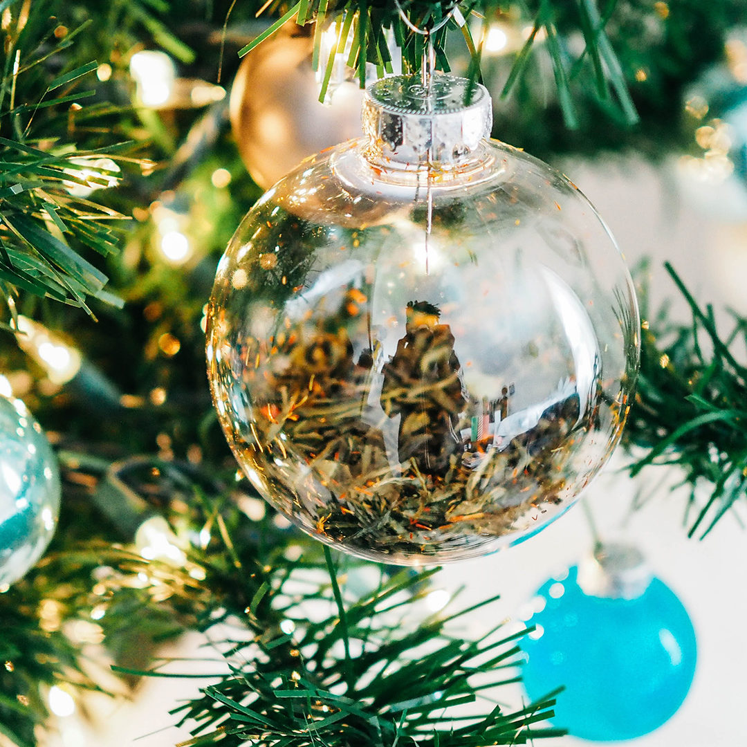 clear-and-teal-glass-baubles-hanged-on-lighted-Christmas-tree